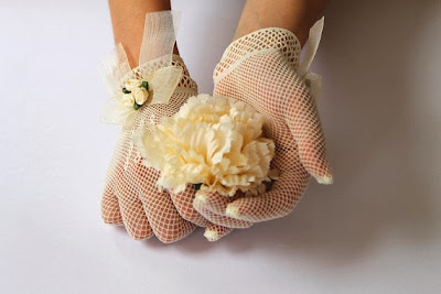 vintage style lace gloves