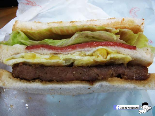 IMG 4838 - 【台中美食】胖丁 碳烤三明治 位於惠中路上的胖丁炭烤三明治,每個三明治都有花生醬、生菜、火腿、玉米蛋滿滿都是料