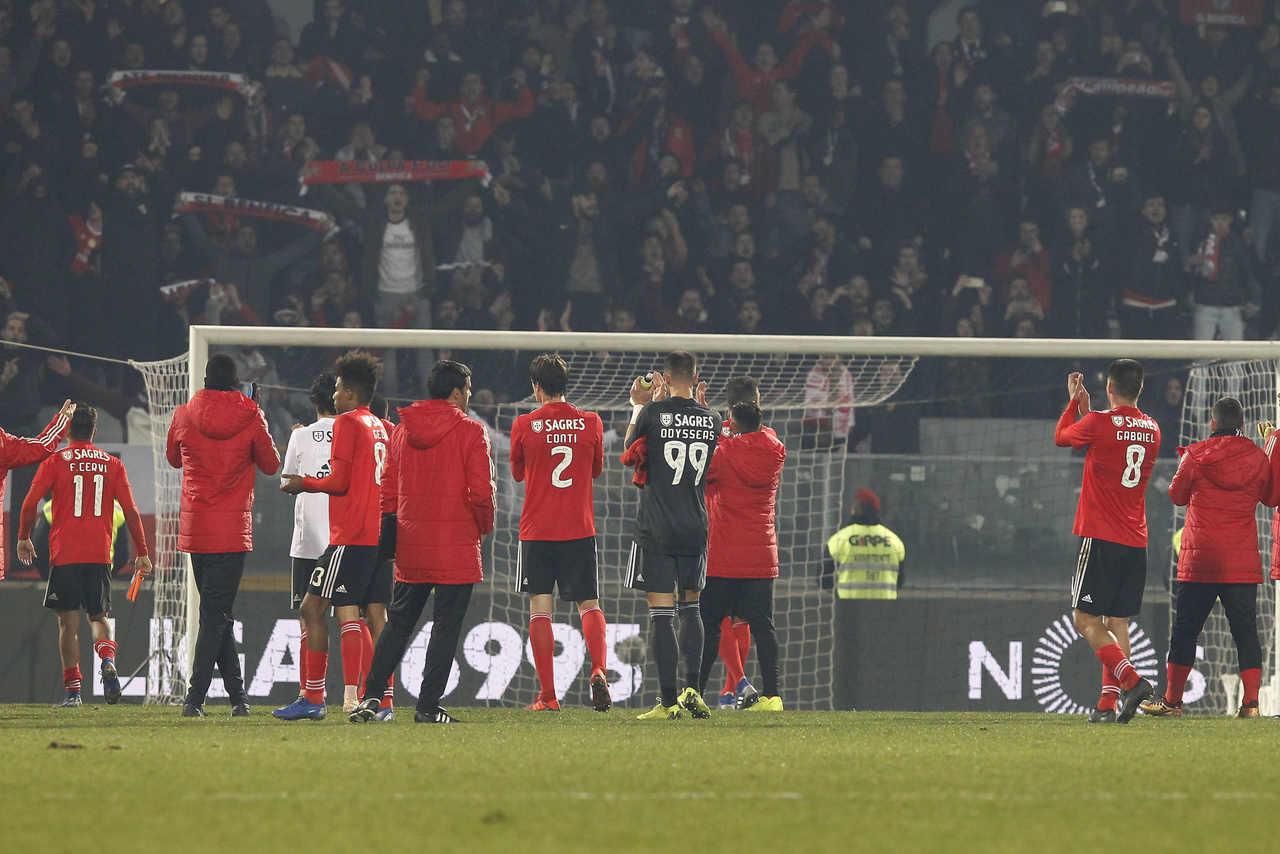 Foi um Vitória ferido no seu orgulho aquilo que o Benfica defrontou 69b26fd6bb8cd