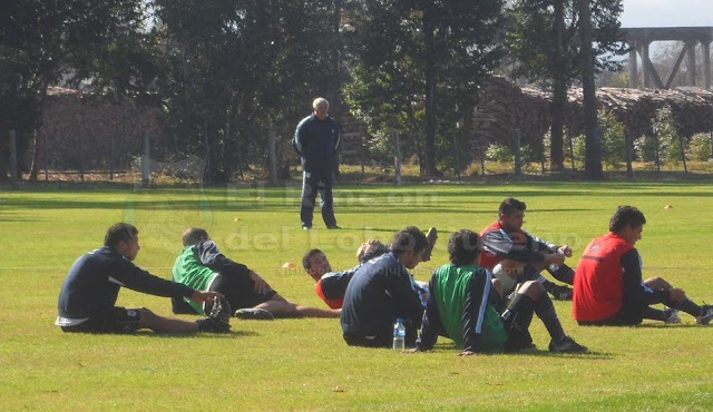 Gimnasia realizó fútbol pensando en el Depo