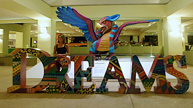 The main entrance to Dreams Resort...