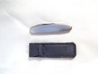 Etui pour mini couteau fermé avec couteau à coté