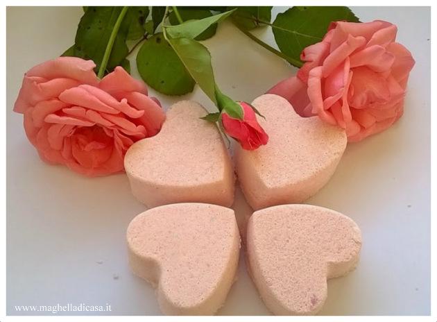 Bombe frizzanti bagno al profumo di rosa maghella di casa - Profumo per bagno ...