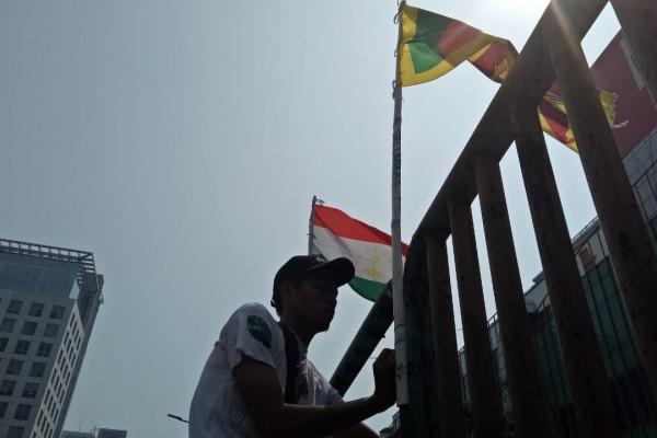 Diributkan Oleh Pembenci Anies, Ini 4 Fakta Soal Bendera yang Dipasang Warga