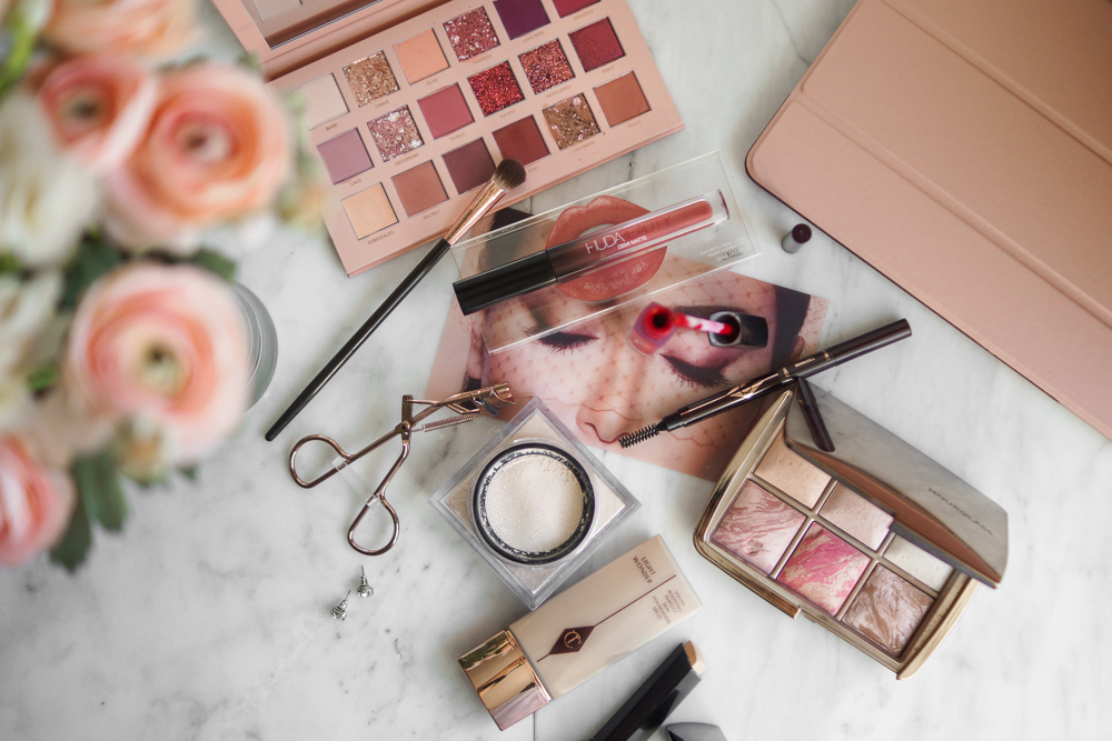 huda-beauty-makeup-flatlay-new-nude-palette-Barely-There-Beauty-blog