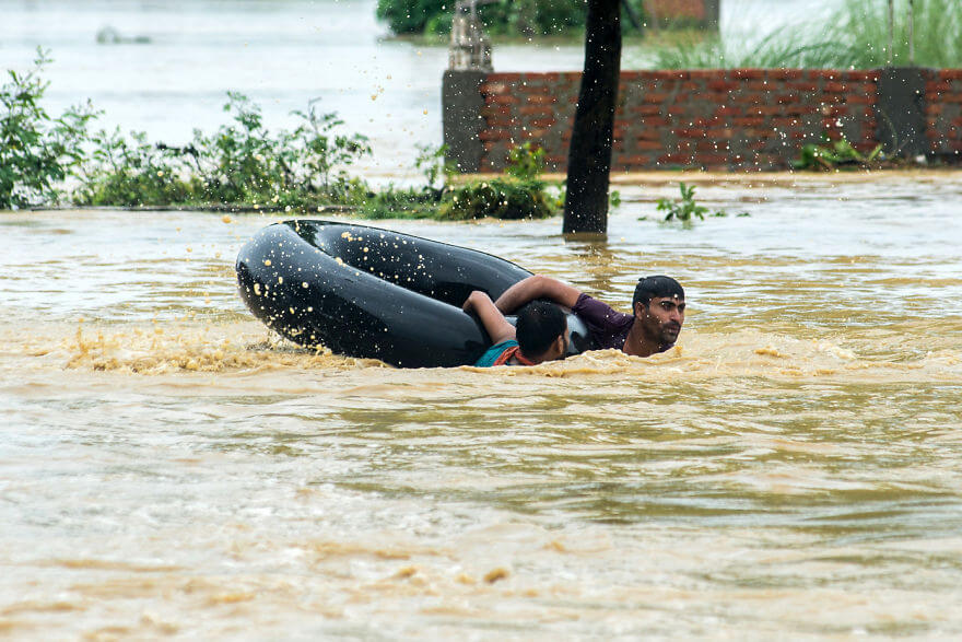18 Devastating Pictures Of The Flooding In South Asia That Will Shock You - Nepalis Swim With A Rubber Ring In A Flooded Area In Parsa District