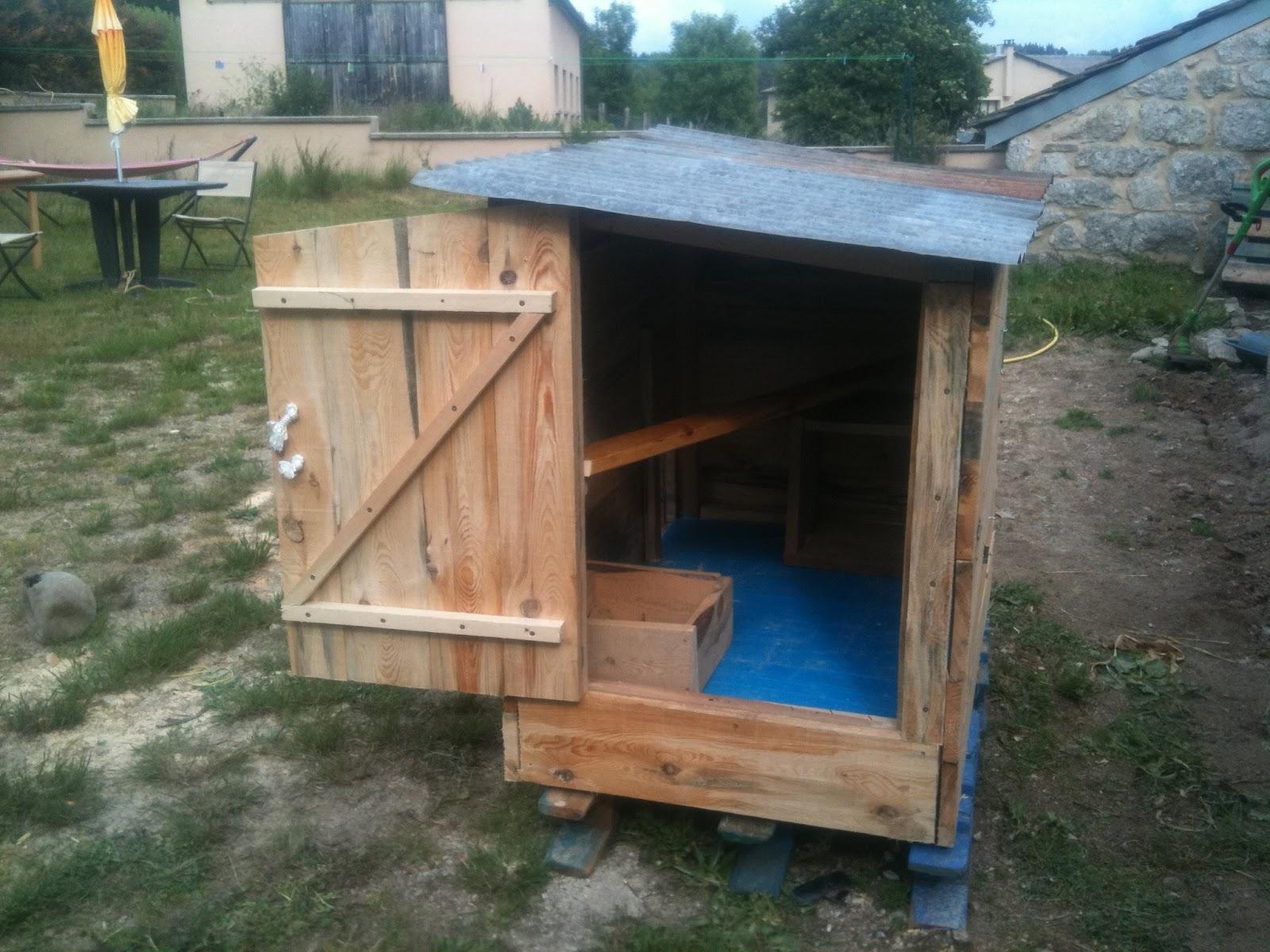 Construire retaper la cabane poules for Construire cabane en bois