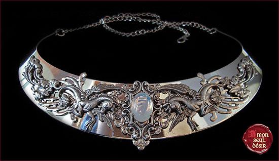 collier pégase cheval ailé mythologie blanc opale argent médiéval elfique renaissance bijoux