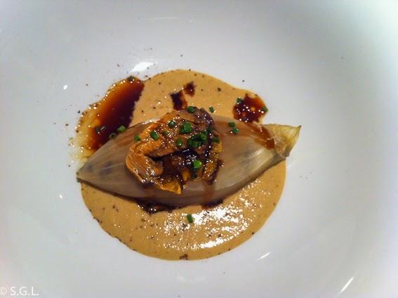 Cebolla rellena de setas de temporada del restaurante Osmosis