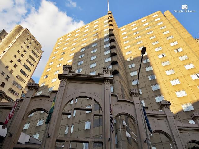 Perspectiva inferior da fachada do Nobile Downtown São Paulo e Fachada de subestação Light - Republica - São Paulo