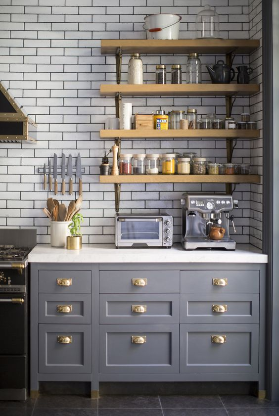 Gorgeous English country style kitchen with open shelving. Blue and White Kitchen Decor Inspiration { 40 Home Decor Ideas to PIN}