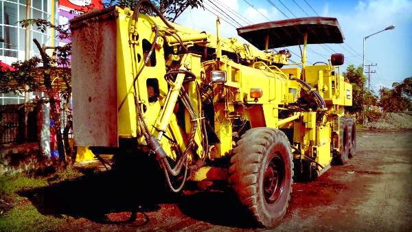 kenderaan alat berat, alat berat, aspal jalan