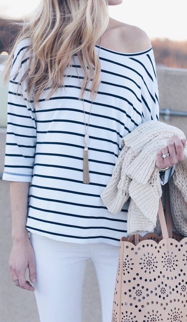 perfect casual style: bag + top + white pants