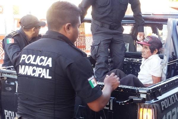 Abuelito pagará 2 mil pesos por daños al vehículo que lo atropelló