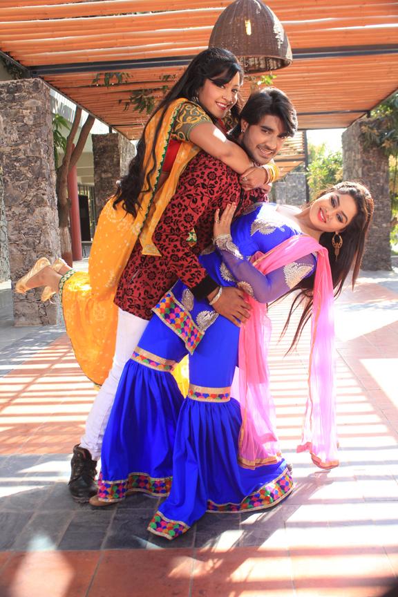 Pradeep Pandey, Subhi Sharma, Tanushree Shooting stills of Bhojpuri Movie Dulhan Chahi Pakistan Se