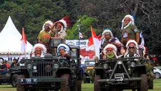 Peserta Jambore dengan pakaian Indian