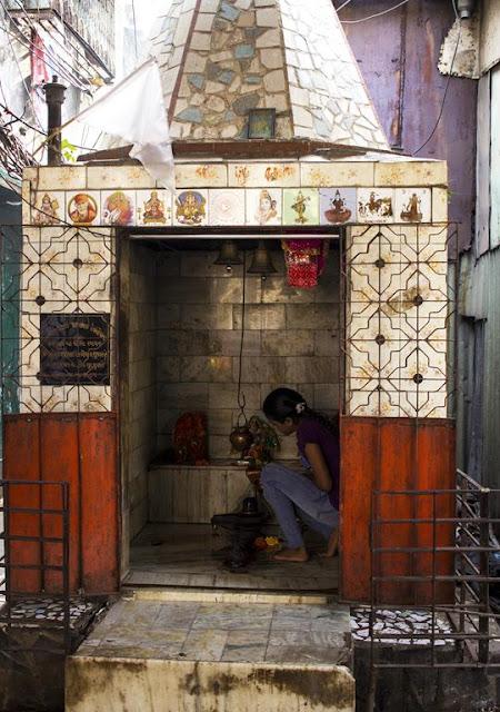 temple, god, religion, hindu, kumbharwada, dharavi, mumbai, street, street photography, streetphoto,