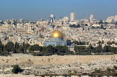 Según un borrador de la resolución obtenido por funcionarios del gobierno israelí, los estados árabes planean desafiar la soberanía israelí en toda Jerusalén en la próxima reunión de la Junta Ejecutiva de la UNESCO en París, informó The Jerusalem Post.
