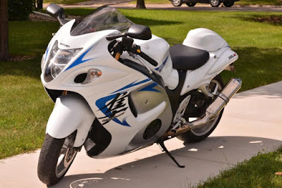 Suzuki Hayabusa white HD image
