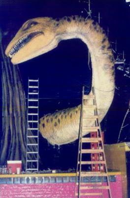 escultura, realización escenográfica, talla en telgopor, dinosaurio telgopor, poliestireno expandido tallado, plavicon esculturas, escenografia publicidad