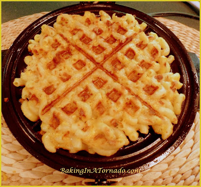 Mac and Cheese Waffles and Honey Bunches Chicken: cruchy cheesy Macaroni and Cheese waffles with a hint of bacon, topped with Honey Bunches  crusted Chicken and drizzled with Maple Syrup | Recipe developed by BakingInATornado.com | #recipe #waffles #chicken