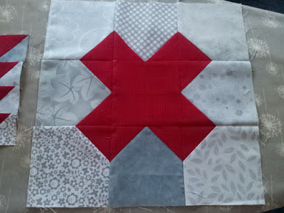 naughts and crosses quilt pattern.