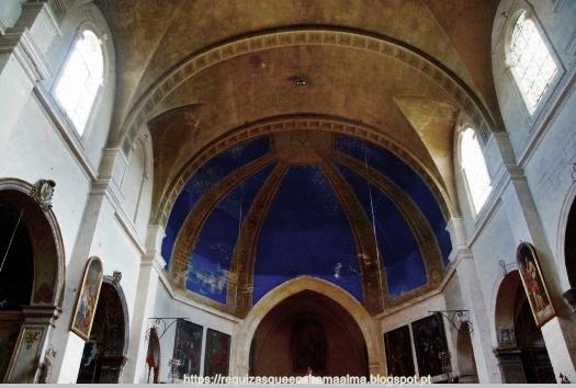 Interior da igreja de Saint Symphorien de Carmes