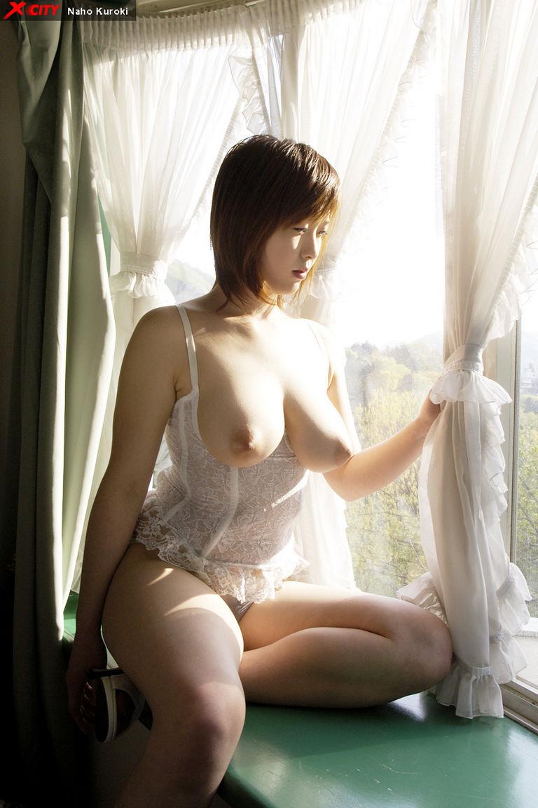 foto bugil artis bokep JAV milf mulus toket montok naho kuroki artis porno jepang memakai lingerie putih