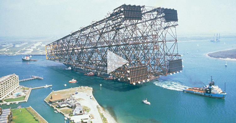 Higanteng oil rig platform, hinila papunta sa gitna ng dagat