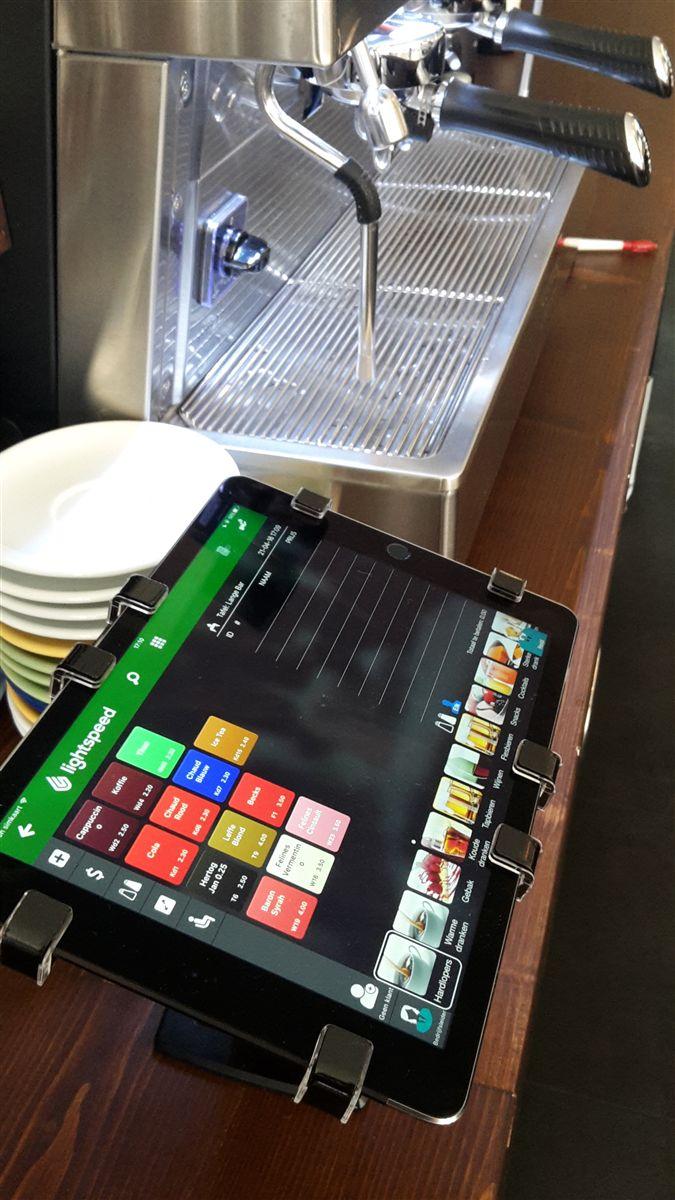 需要使用平板來輔助銷售、服務顧客的公司、餐廳、圖書館、零售業、電信業者等公共空間或賣場皆需要搭配Gripzo平板防盜架,堅實防護防盜效果、低維護成本,平板電腦防盜鎖