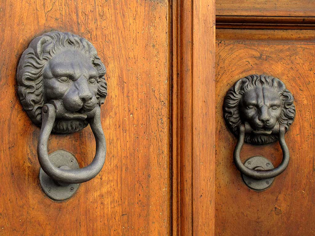 Lion head door knocker, Livorno