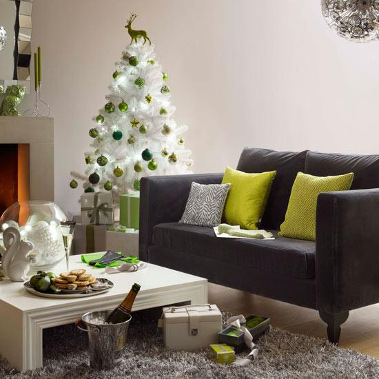 Árvore de natal combinando com as cores da casa