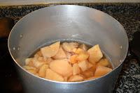 Cociendo el membrillo.