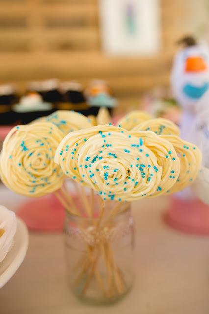 Frozen, aniversário, releitura, decoração, diy, faça você mesma, inspirações, tema frozen, doces, cupcake, Raining Sugar