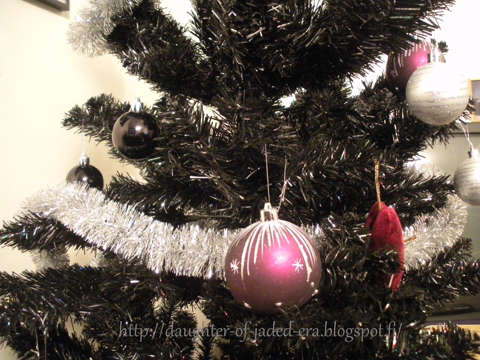 gothidays 2012 day 2 black christmas tree - Gothic Christmas Decorations