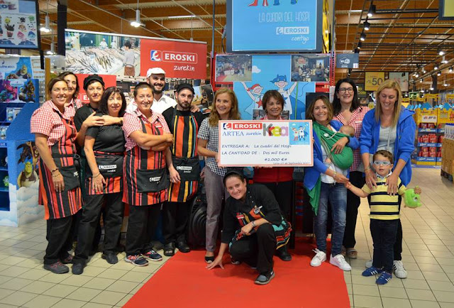 Trabajadores de Eroski donan 2.000 euros a La Cuadri del Hospi para investigar el cáncer infantil