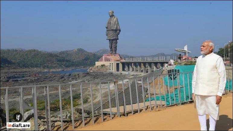Narendra-Modi-with-statue-of-unity