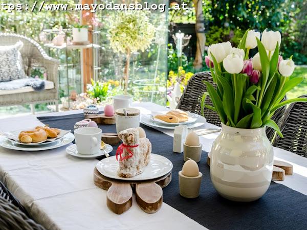 Tischdeko für das Osterfrühstück mit DIY Eierkörbchen und Holz-Eierhaltern im Hasenlook