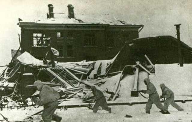 Red Army troops retaking Naro Forminsk, 26 December 1941 worldwartwo.filminspector.com