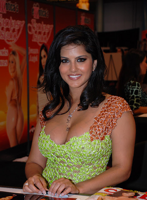 All About Fashion Sunny Leone Looking Hot-7739