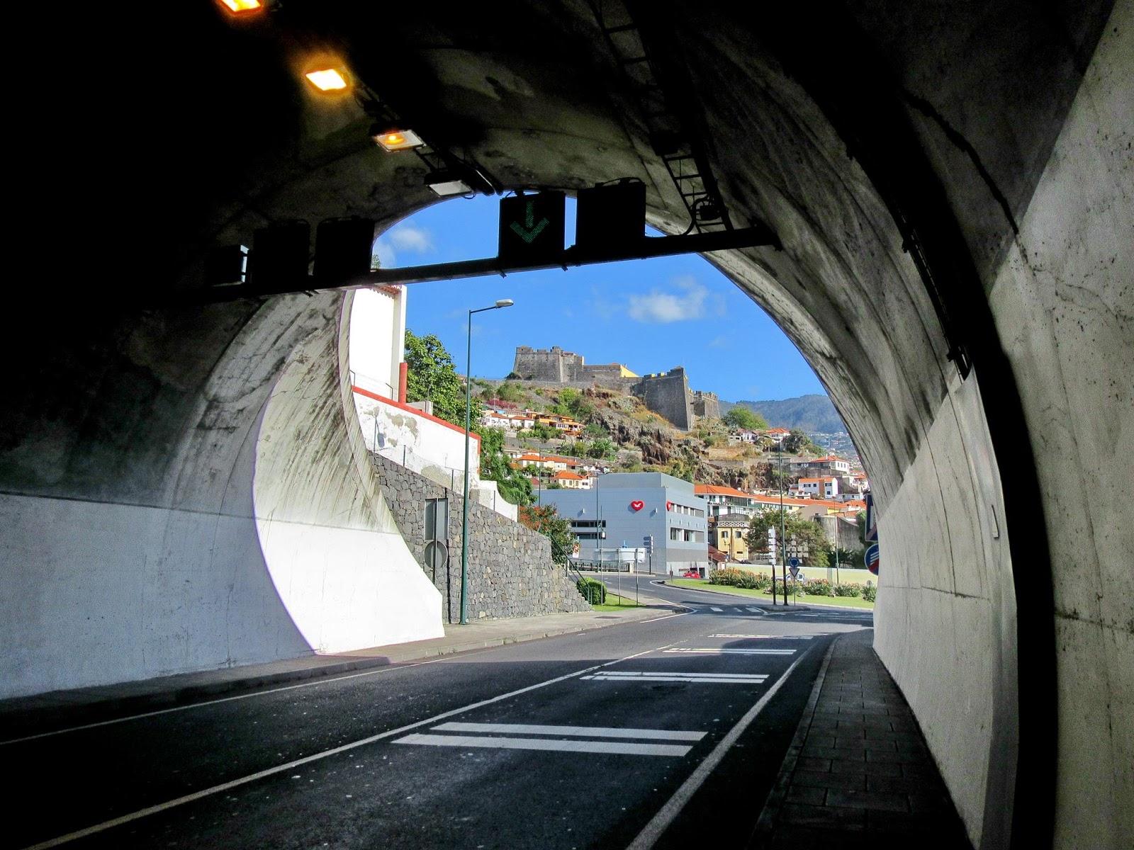 há fortaleza ao fundo do túnel