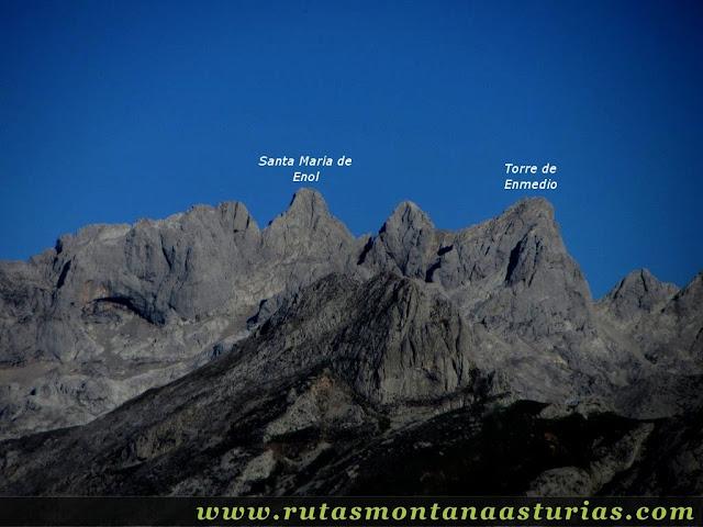 Ruta Víboli Peña Subes y Sen Mulos: Vista de la Torre de Santa María de Enol y Enmedio