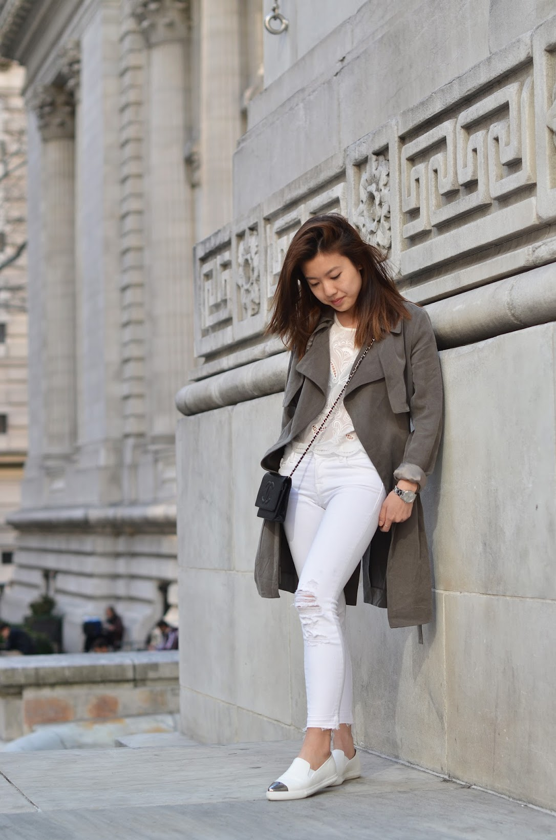 nypl outfit, trench coat, white jeans, white miu miu slip on sneakers, chanel woc