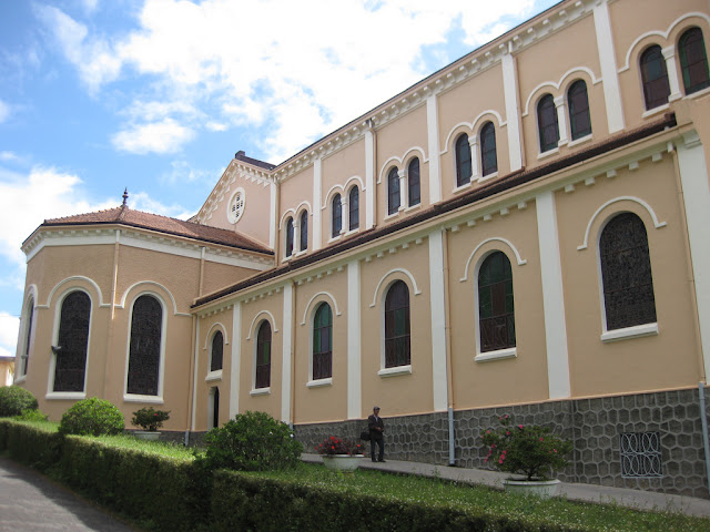 Fachada principal Catedral de Da Lat