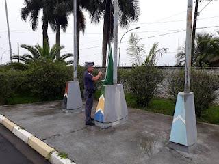 Dia da Bandeira é comemorado com ritual de hasteamento e incineração da bandeira nacional no 14º BPM/I