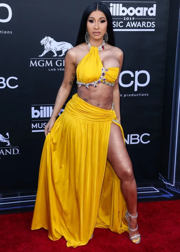 Cardi B's Abs At Billboard Awards Red Carpet Reportedly Fake