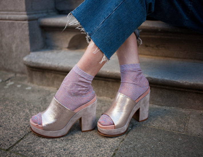 Outfit: mules, glitter socks and cropped denim