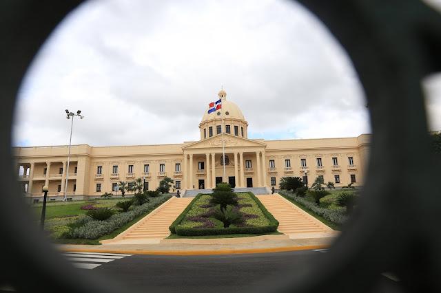 En nombre del Gobierno y en el suyo propio, Danilo Medina ofrece pésame a Frank Soto