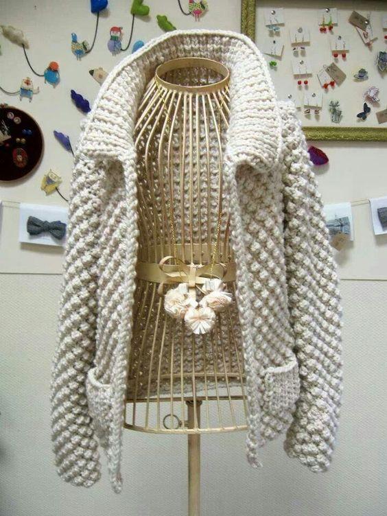 sweter na drutach