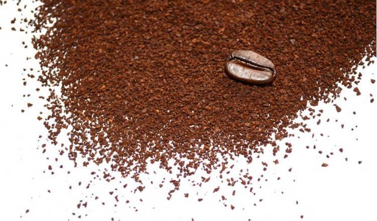café no cabelo cacheado